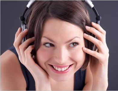 girl_listening_to_music-t2